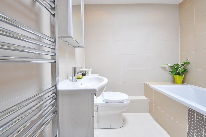 Jaki grzejnik do łazienki wybrać w domu i jaki w mieszkaniu?