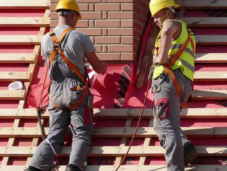 Dach – ile kosztuje jego profesjonalne wykonanie? Sprawdź ofertę dekarzy z Białegostoku!